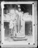 Lorado Taft next to his statue of Abraham Lincoln