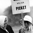 Women farm workers on the picket line in 1966