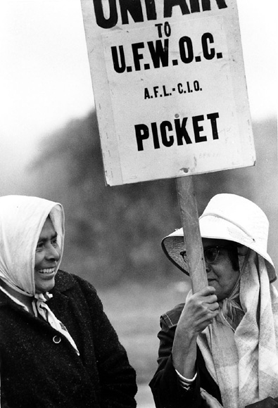 Women farm workers on the picket line in 1966