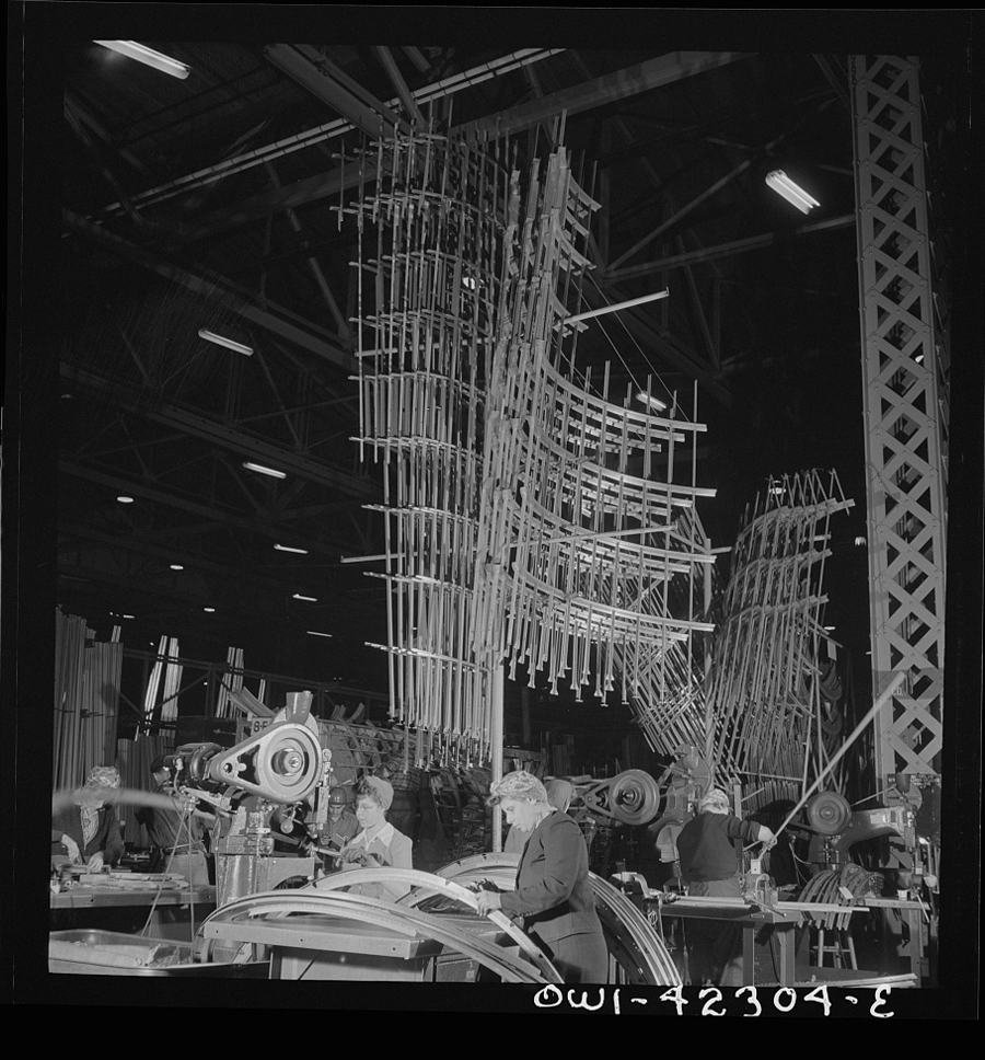 Boeing aircraft plant - production of B-17F